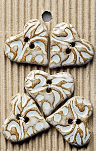 Incomparable BUTTONS L536 -  filigree hearts x 5